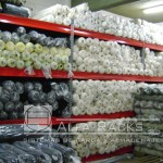 Vista frontal racks de carga textil